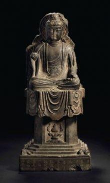 "Сидящий Будда из камня (54 см), Эпоха Тан ( 618-907 гг. н.э. - датирована ""1-м годом Чуйгуна"" - 685 г.)"