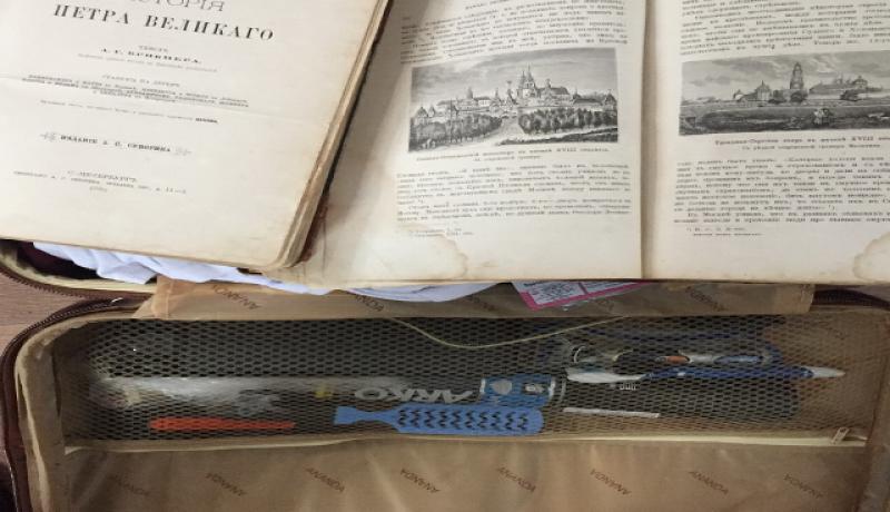На админгранице с Крымом изъяли две книги «ИСТОРІЯ ПЕТРА ВЕЛИКАГО» XIX века