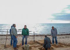 На пляже в Евпатории нашли могилу древнегреческого ребенка