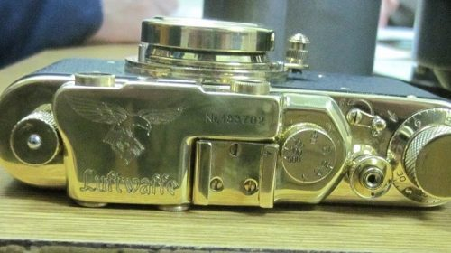 В Россию не дали вывезли антикварные фотоаппараты, бинокли и авиационные часы