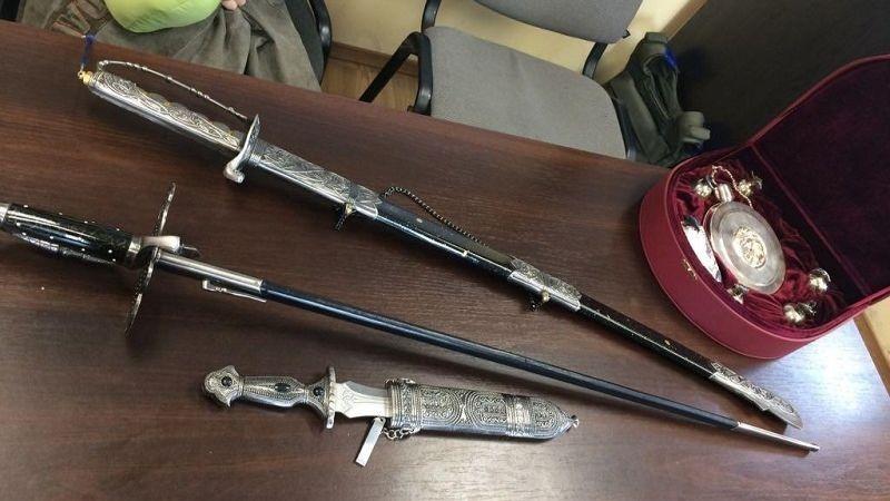 Пограничники отобрали у украинца, который ехал из оккупированной Горловки, предметы старины