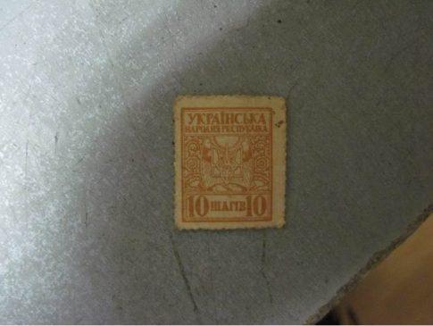 В Россию не дали вывезти старинный патефон и купюры