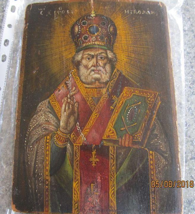 Старинная икона с изображением Святого Николая