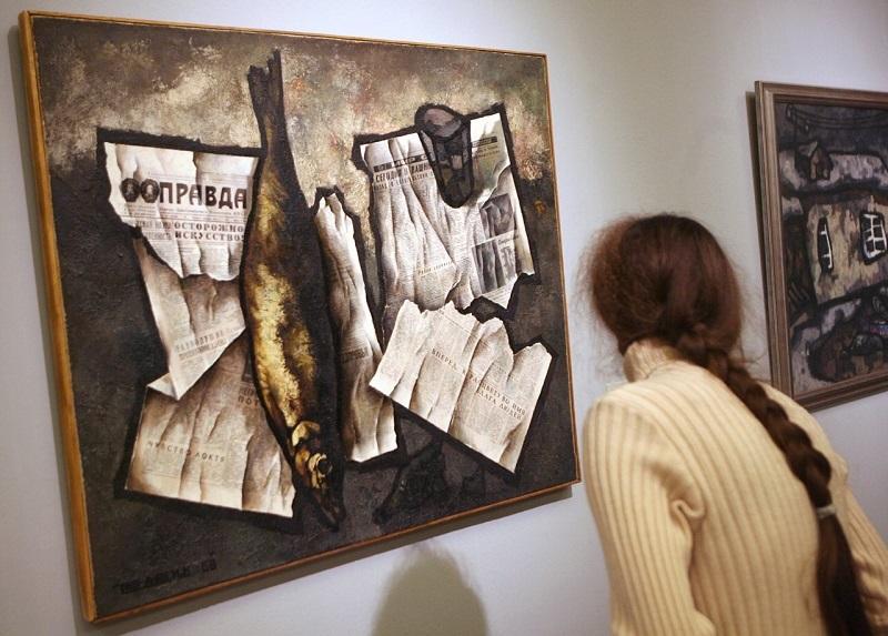 """Оскар Рабин (1928-2018) """"Натюрморт с рыбой и газетой """"Правда"""""""
