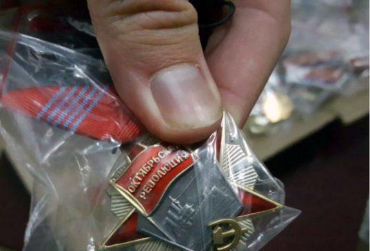Орден Октябрьской Революции - второй по значимости (после ордена Ленина) орден СССР. Общее количество награжденных — 106 462 человек