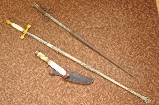Штык-нож к 11-мм винтовке системы Гра образца 1874 года, меч по типу массонских, изготовленный кустарных способом, сабля в металлических ножнах