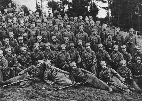 Георгиевские кавалеры гвардейского стрелкового полка. Юго-Западный фронт. 1915 год