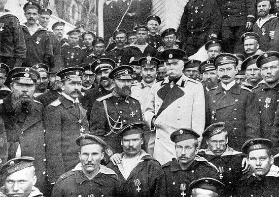 """Экипаж крейсера """"Варяг"""" во главе с командиром В.Ф. Рудневым в Одессе, 6 апреля 1904 года"""