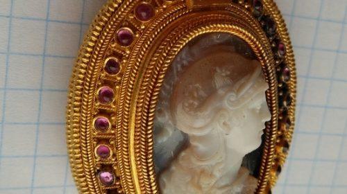 Кулон золотой с камнями и цепочкой