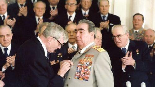 Награждение Леонида Брежнева орденом «Победа» во Владимирском зале Большого Кремлевского дворца 20 февраля 1978 года
