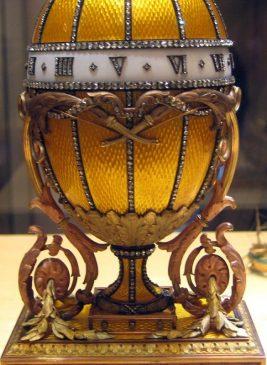 1899 год - пасхальное яйцо-часы Букет лилий