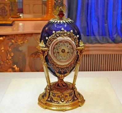 1900 год - пасхальное яйцо-часы «Петушок»