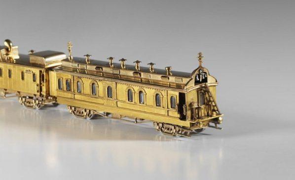 1900 год - яйцо пасхальное с моделью сибирского поезда