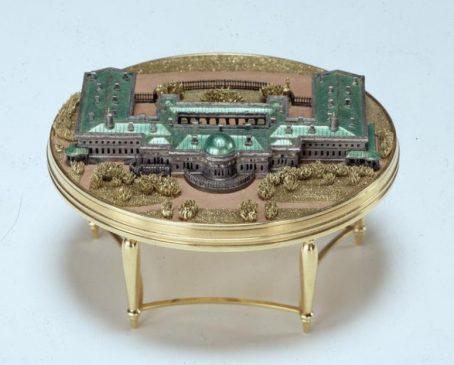 1908 год - яйцо пасхальное с моделью Александровского дворца