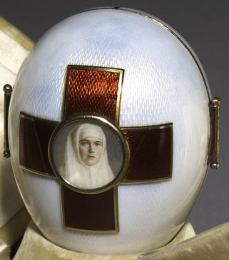 1915 год - яйцо пасхальное «Триптих Красный крест»