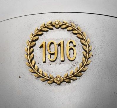 1916 год - яйцо пасхальное с миниатюрой на мольберте «Военное стальное»