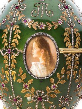 1908 год - пасхальное яйцо с моделью Александровского дворца
