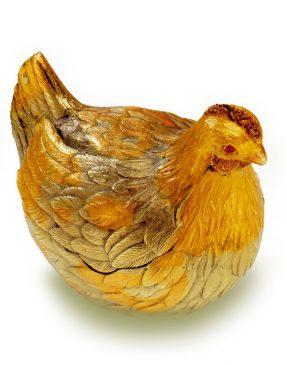 1885 год - пасхальное яйцо «Курочка»