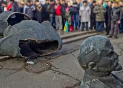 Осторожно, декоммунизация! В Чернигове судят женщину, продававшую запрещенную символику на OLX