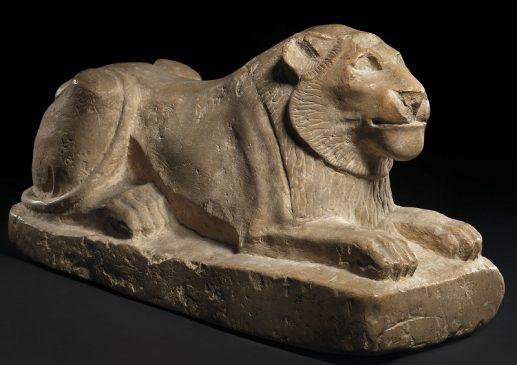 древнегипетская фигурка льва из известняка