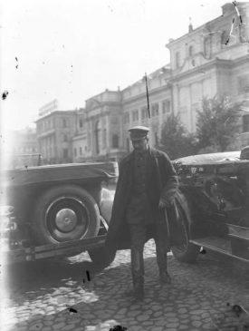 Иосиф Сталин в автомобиле