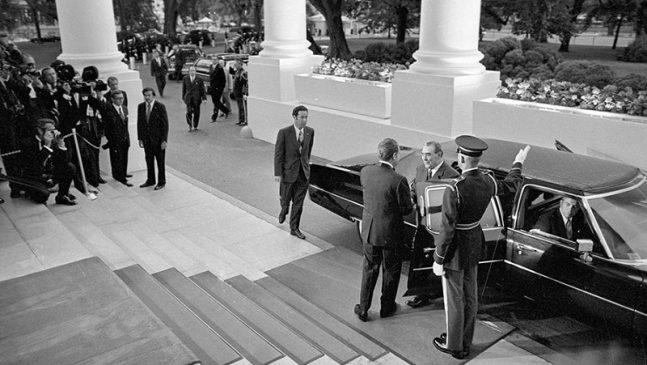 Ричард Никсон встречает Леонида Брежнева в Белом доме 18 июня 1973 года