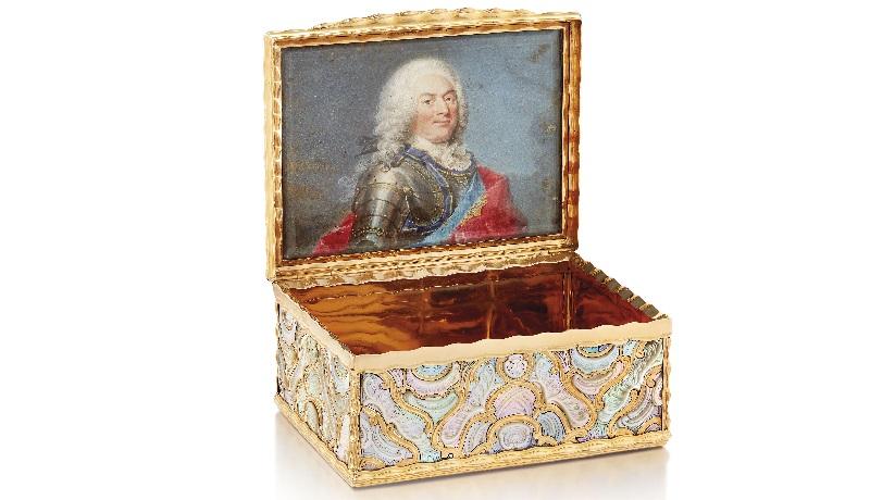 Золотая перламутровая табакерка. Берлин, 1745
