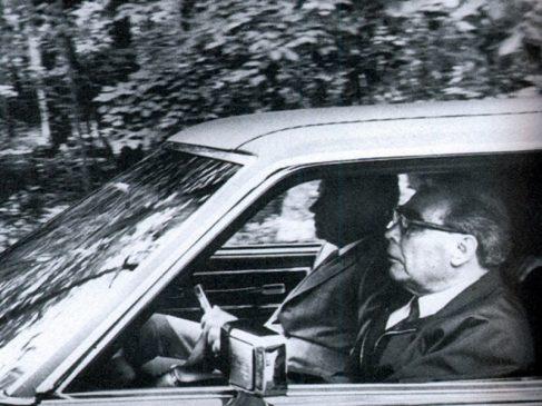 Леонид Брежнев выступает в качестве шофера у Ричарда Никсона