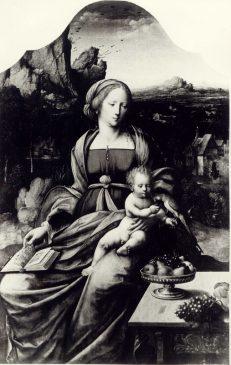 «Мадонна с младенцем и попугаем на фоне пейзажа» неизвестного мастера XVI века (111,5 х 72 см)
