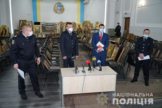 Похитители икон: в Украине задержали банду, обворовывавшую храмы (видео)