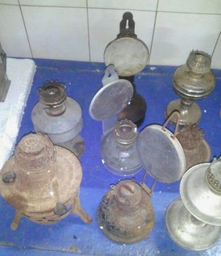 В Бельгию не дали вывезти коллекцию старинных утюгов и керосиновых ламп