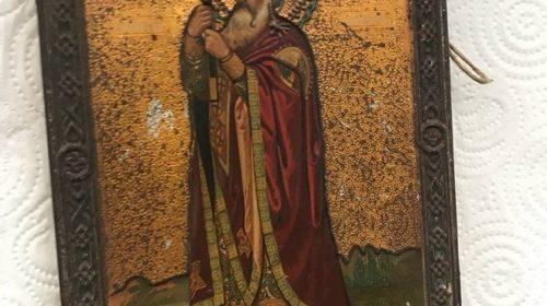 Немец пытался вывезти из Украины иконы, старинные книги и тарелки