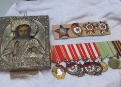 В Россию не дали вывезти старинную икону и 12 наград СССР, в том числе орден Ленина