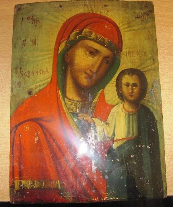 старинная икона с изображением Казанской Божьей матери