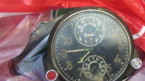 Часы, манометры, высотомеры, компасы с повышенным уровнем гамма-излучения