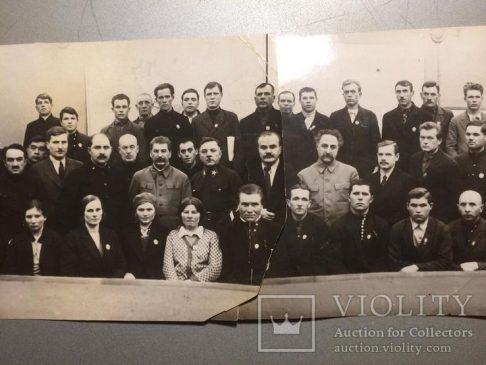 """Коллективное фото, где присутствует И.В. Сталин, Г.К. Орджоникидзе, К.Е. Ворошилов, В.М. Молотов, а также кавалер данного ордена""""Знак Почета"""" №182"""