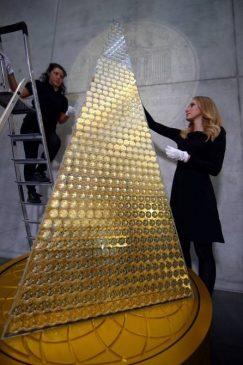Самое дорогое рождественское дерево в мире. Золотая елка от Pro Aurum
