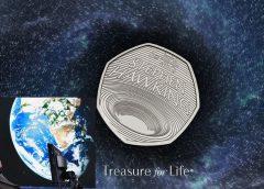 В Великобритании выпустили монету в 50 пенсов, посвященную Стивену Хокингу