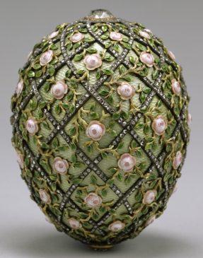 1907 год - пасхальное яйцо с решёткой и розами
