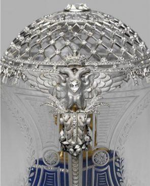 1910 год - яйцо пасхальное с моделью памятника императору Александру III
