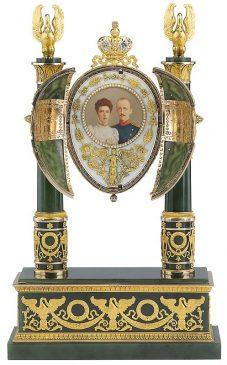 1902 год - пасхальное яйцо «Нефритовое» («Ампир»)