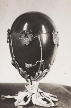 1899 год - пасхальное яйцо «Анютины глазки»