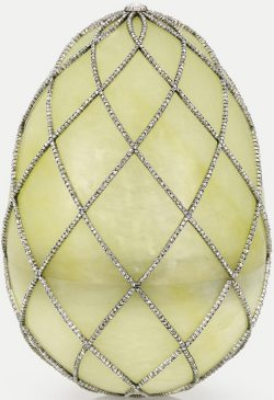 1892 год - императорское пасхальное яйцо «Алмазная сетка»