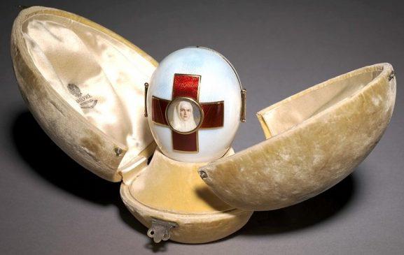 1915 год - императорское пасхальное яйцо «Триптих Красный крест»