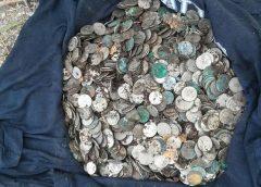 На территории монастыря в Збараже под Тернополем нашли большой клад польских монет