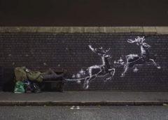 Бэнкси нарисовал Рождественское граффити. Сантой стал бездомный из Бирмингема