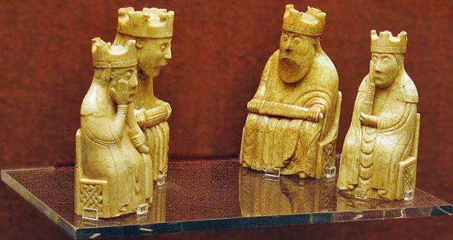 Шахматы острова Льюис (Lewis chessmen). Хранятся в Британском Музее.