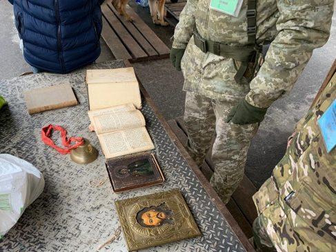 На оккупированный Донбасс пытались вывезти предметы старины