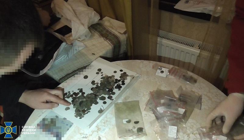 СБУ предотвратила контрабанду старинных монет на 1 млн грн